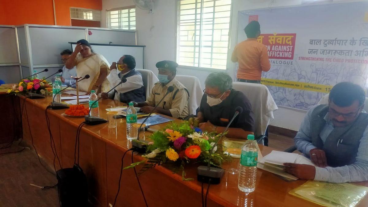 Jharkhand News : चाइल्ड ट्रैफिकिंग की रोकथाम को लेकर गढ़वा में जनसंवाद, पीड़ित ने सुनायी आपबीती
