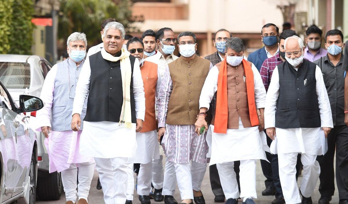 भाजपा ने निर्वाचन आयोग से बंगाल के स्थानीय निकायों में नियुक्त राजनीतिक लोगों को हटाने की मांग की
