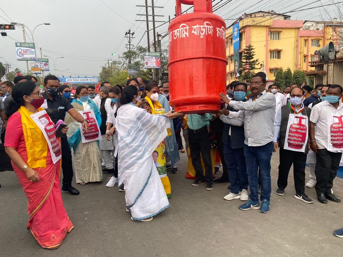 Mamata Banerjee Update : अमित शाह और पीएम मोदी देश के सबसे बड़े सिंडिकेट, सिलिगुड़ी में ममता का पलटवार