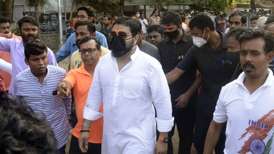 बंगाल चुनाव 2021 : टाॅलीगंज पहुंचे BJP कैंडिडेट बाबुल सुप्रियो, टीएमसी पर बोला हमला, कहा - 'दो भाईयों' का है क्षेत्र पर पूरा कंट्रोल