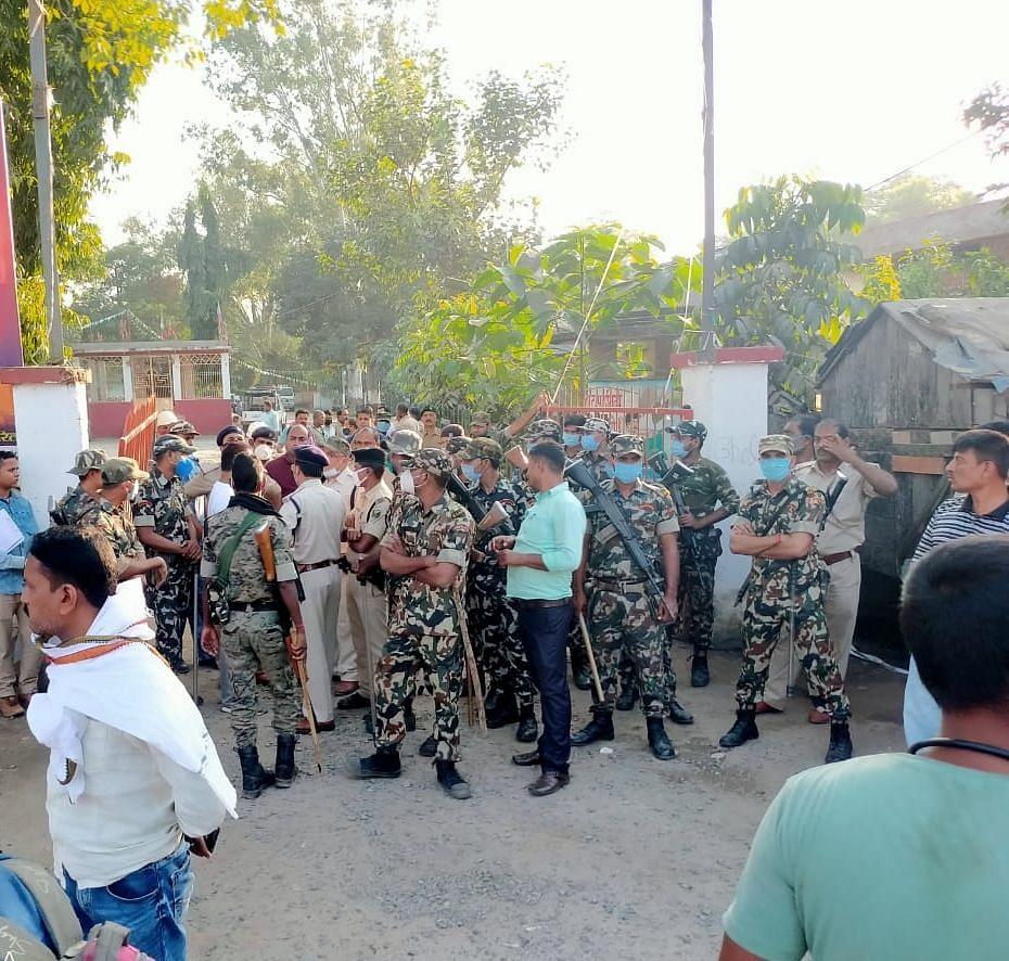 Bengal News : 10 दिन से लापता युवक का शव मिला, परिजनों ने सड़क पर किया प्रदर्शन