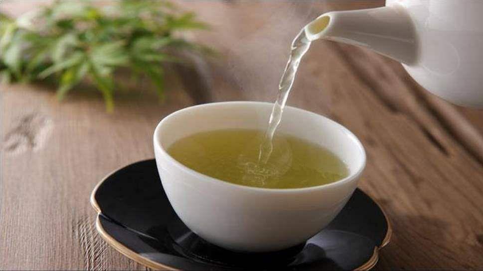 Green Tea Side Effects: सुबह खाली पेट पी रहें ग्रीन टी तो दावत दे रहें इन पांच बीमारियों को, जानें कैसे करें इसका सेवन