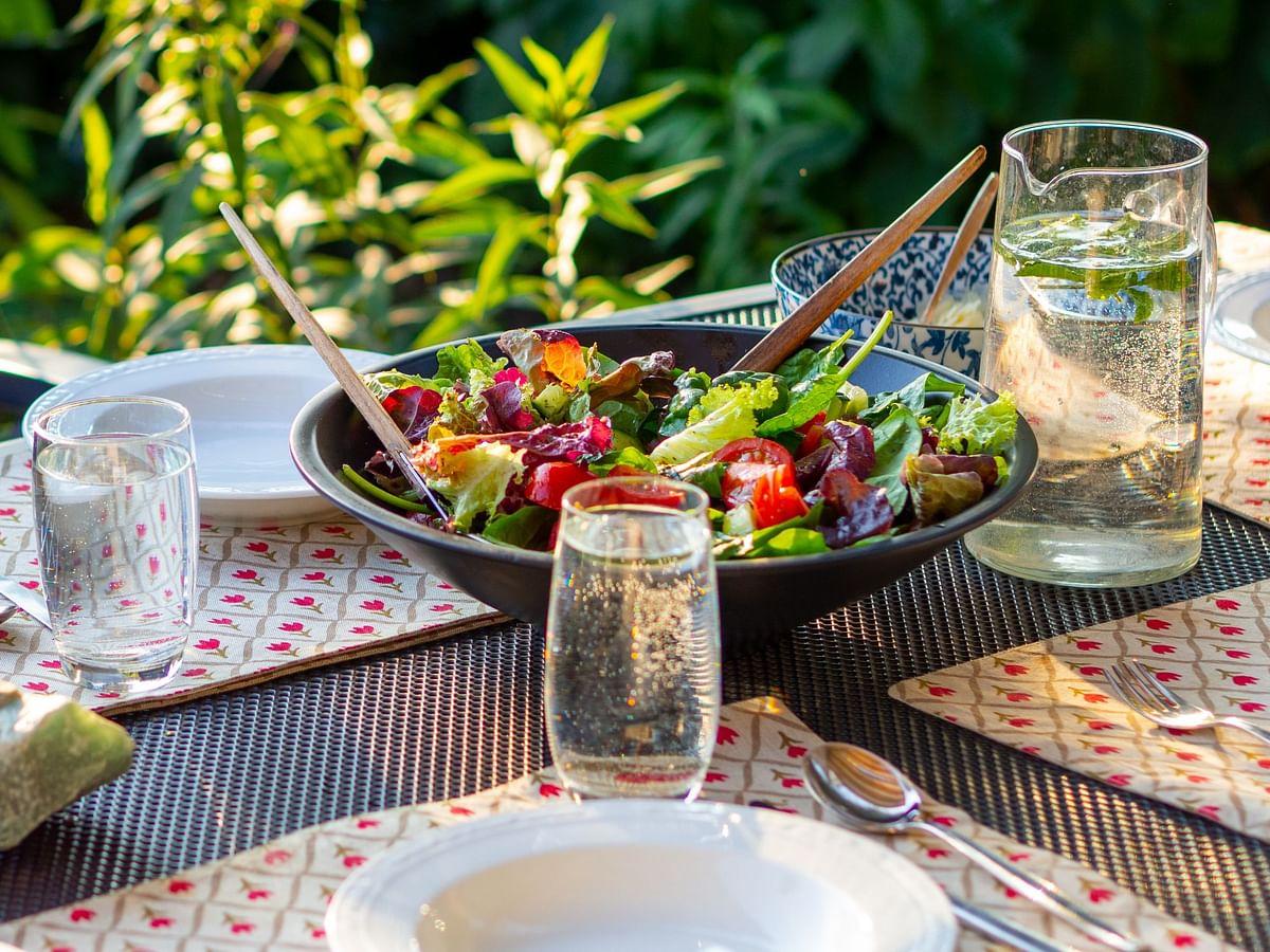 Drinking Water Tips And Tricks: खाने के दौरान आप भी पीते हैं पानी? जान लें आयुर्वेद के अनुसार क्या है इसके नुकसान