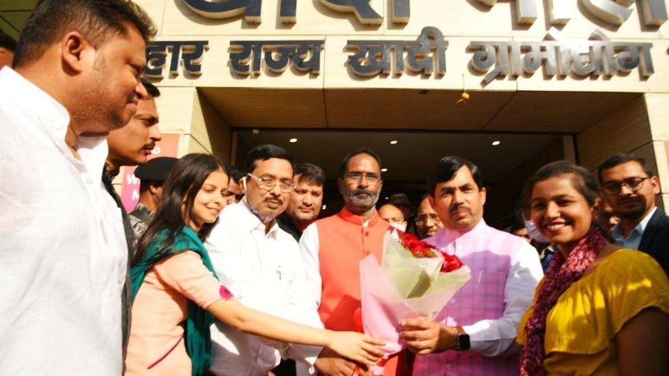 Bihar News: बिहार के कई जिलों में खुलेगा खादी मॉल, उद्योग मंत्री शाहनवाज हुसैन ने किया ऐलान