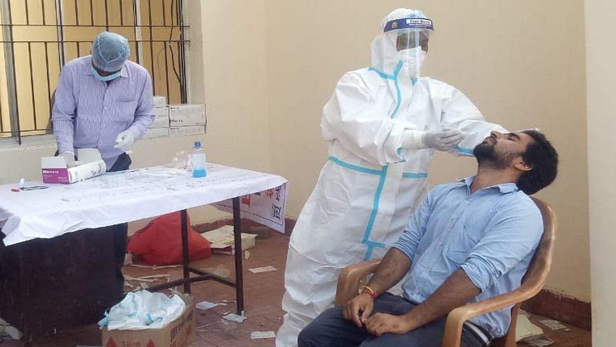 Coronavirus in India: 161 दिनों का टूटा रिकॉर्ड, पिछले 24 घंटे में आये 62 हजार से अधिक नये मामले, यूपी में मिले अफ्रीकी स्ट्रेन के चार संक्रमित