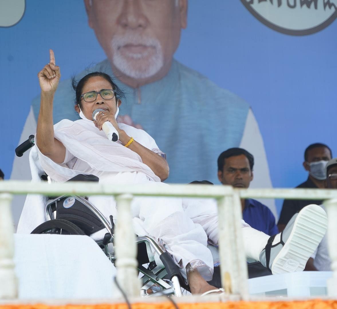 WB Chunav 2021 : क्या मैं चोर और घोटालेबाज हूं? पीएम मोदी के हिसाब मांगने पर बिफरी ममता बनर्जी, PM Cares Fund के पैसों पर उठाया सवाल