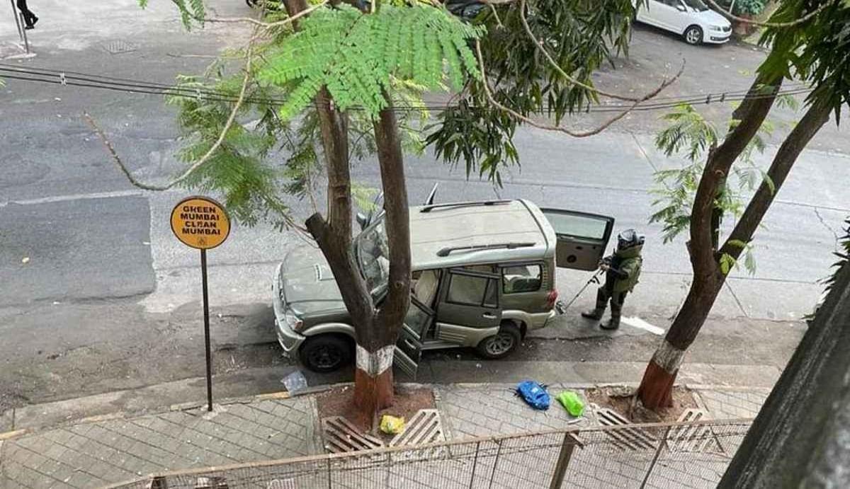 Antilia Case: एंटीलिया के बाहर विस्फोटक रखने के बाद दो लोगों की हत्या करने की तैयारी में था वाझे, ऐसा बनाया था प्लान