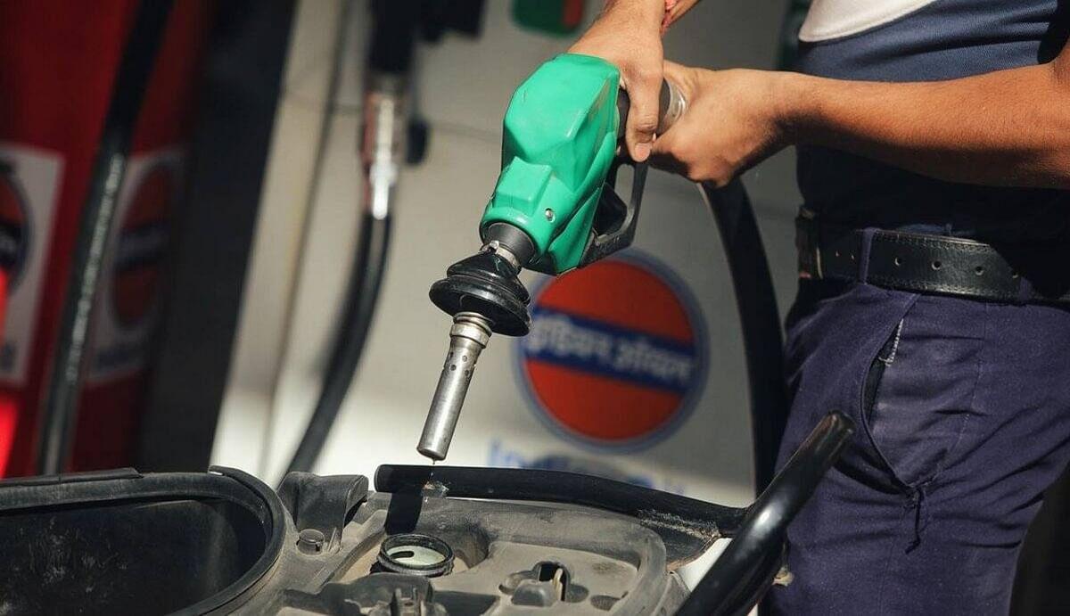 कई शहरों में पेट्रोल-डीजल की कीमतें 100 रुपये के पार, कांग्रेस के बाद अब वाम दल 15 दिनों तक करेंगे प्रदर्शन