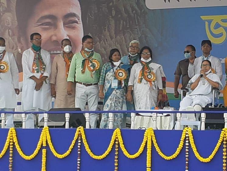 Bengal Chunav 2021: बांकुड़ा में ममता ने की निष्पक्ष चुनाव की मांग, कहा- चुनाव आयोग के कार्यों में दखल अंदाजी कर रहे हैं गृह मंत्री