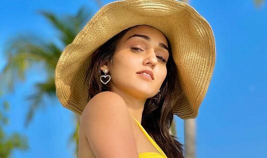 Saath Nibhaana Saathiya एक्ट्रेस तान्या शर्मा हैं बेहद बोल्ड, तसवीरों में देखें ग्लैमरस अंदाज