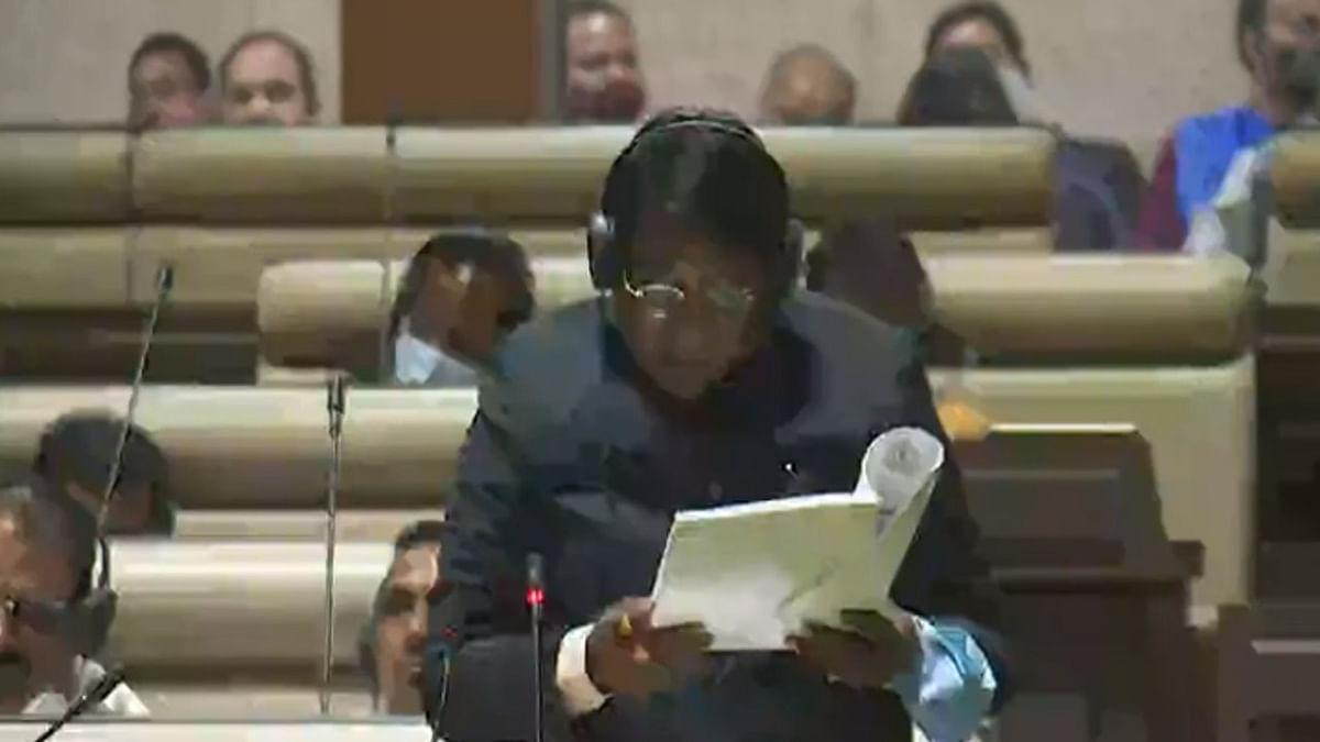 Jharkhand Budget 2021 : हंगामे के बीच वित्त मंत्री रामेश्वर उरांव ने पेश किया बजट, जानिए बजट की 10 बड़ी बातें