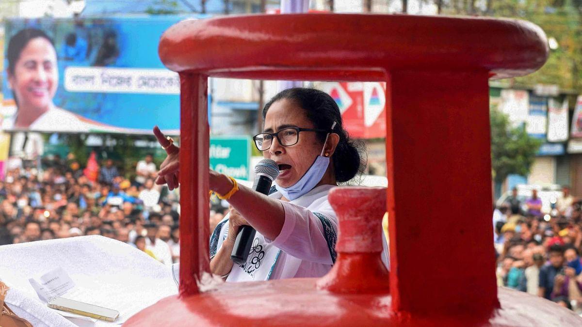 अंतरराष्ट्रीय महिला दिवस पर पीएम मोदी पर बरसीं ममता बनर्जी, कहा- मोदी गुंडा नहीं चाहिए