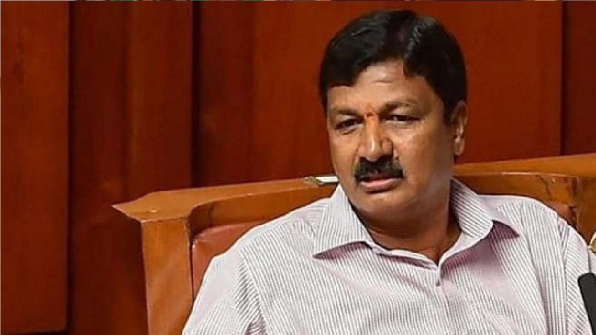 कर्नाटक के मंत्री पर यौन उत्पीड़न का आरोप, दिया इस्तीफा