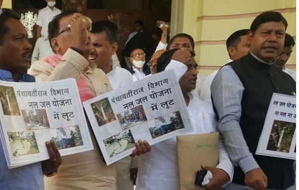 Bihar News: मंत्री के भाई के बाद मंत्री पुत्र पर Tejashwi Yadav की सेना का हल्ला बोल, सदन में भारी हंगामा
