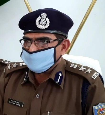 Coronavirus In Jharkhand : मास्क चेकिंग के दौरान शिक्षक को थप्पड़ मारना पड़ा भारी, ग्रामीणों ने किया हंगामा, सिमडेगा एसपी ने आरोपी एएसआई व हवलदार को किया लाइन हाजिर