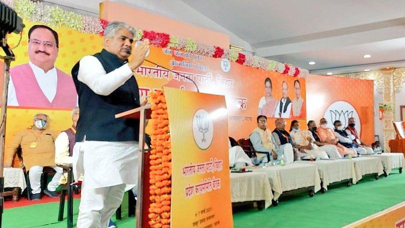 Bihar Panchayat Election: केंद्र और राज्य के बाद अब जिलों में सरकार बनाने की करें तैयारी,BJP बिहार प्रभारी ने कार्यकर्ताओं को सौंपा टास्क