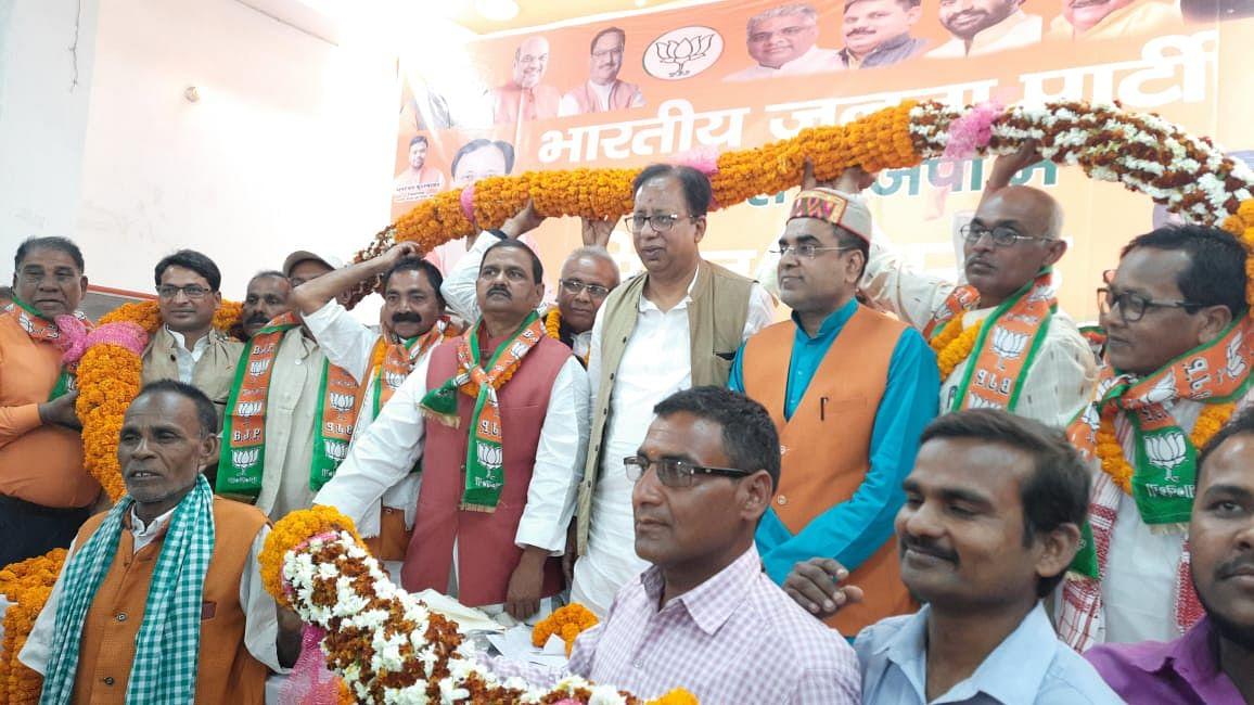 JDU के बाद अब BJP ने चिराग के 'बंगले' में मारी सेंध, LJP के पूर्व प्रदेश महासचिव समेत कई भाजपा में शामिल