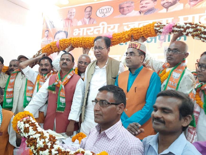 JDU के बाद अब BJP से चिराग पासवान को झटका! लोजपा के पूर्व प्रदेश महासचिव समेत कई भाजपा में शामिल