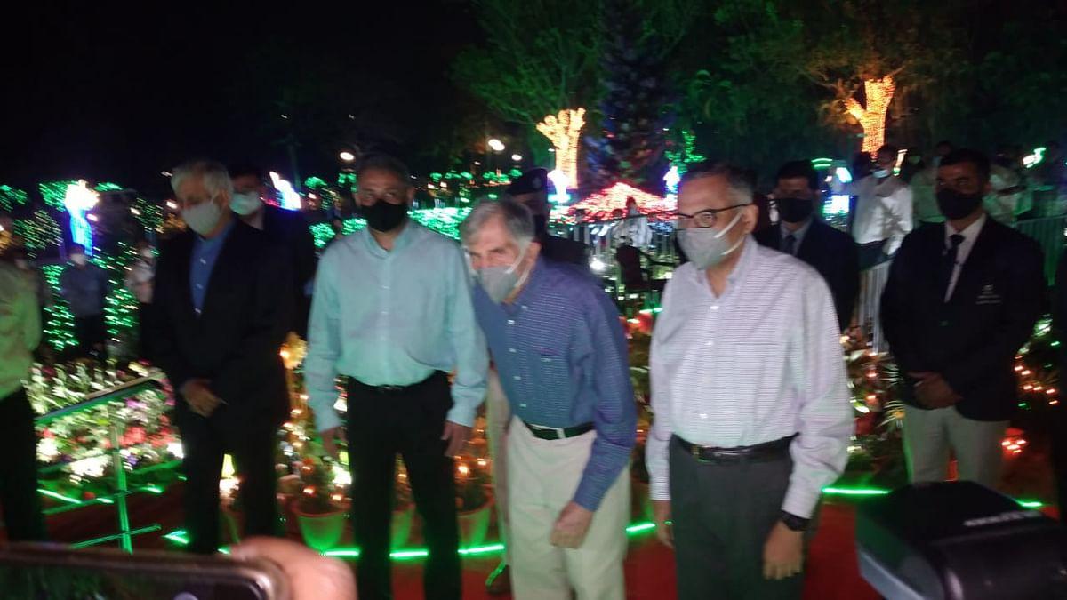 Jharkhand news : जुबली पार्क में लाइटिंग का स्विच ऑन करते रतन टाटा, एन चंद्रशेखरन व अन्य.
