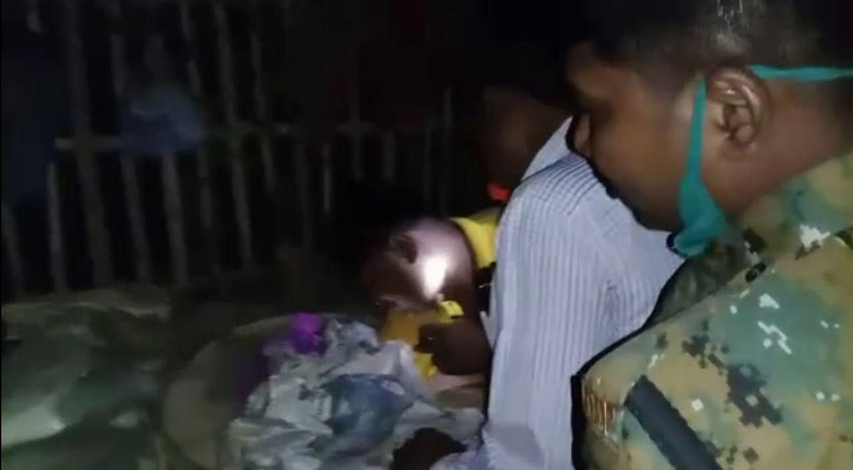 Bengal Chunav 2021 : पीरजादा अब्बास सिद्दीकी की पार्टी के कार्यकर्ता के घर से मिला बम, चार अरेस्ट