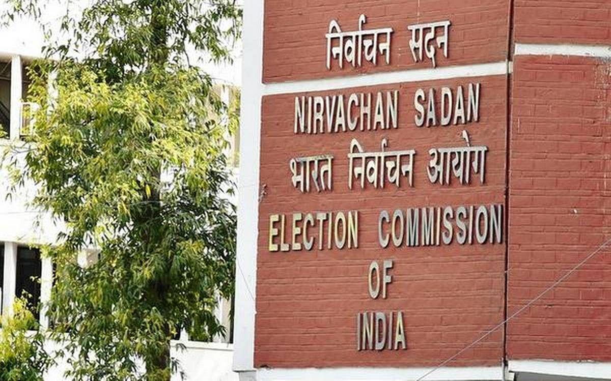 चौथे चरण का मतदान जारी, TMC ने चुनाव आयोग को लिखा पत्र, कहा-' बूथ के बाहर हंगामा कर रहे बीजेपी के गुंडे'