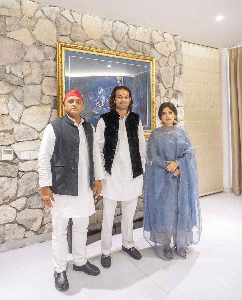 दीदी-जीजा के घर पहुंचे Tej Pratap और Tejashwi yadav, यूपी के पूर्व सीएम संग यूं आए नजर