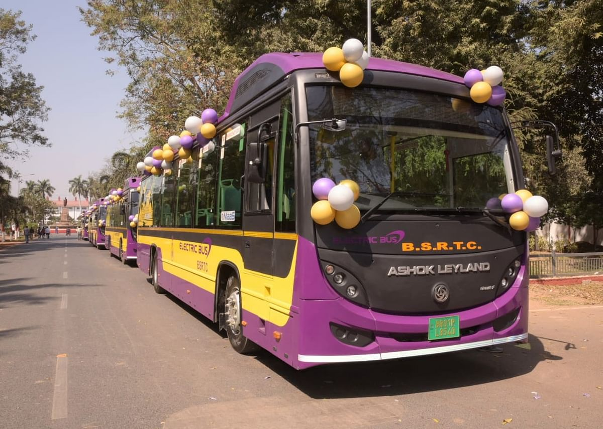 पटना में अगले माह से चलेंगी 50 और CNG बसें, शहर में इ-बसों के चार्जिंग प्वाइंट बनाने का निर्देश