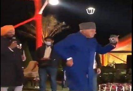 पंजाब के सीएम कैप्टन अमरिंदर सिंह की पोती की शादी में फारुख अब्दुल्ला ने जमकर लगाए ठुमके, आप भी देखें वीडियो