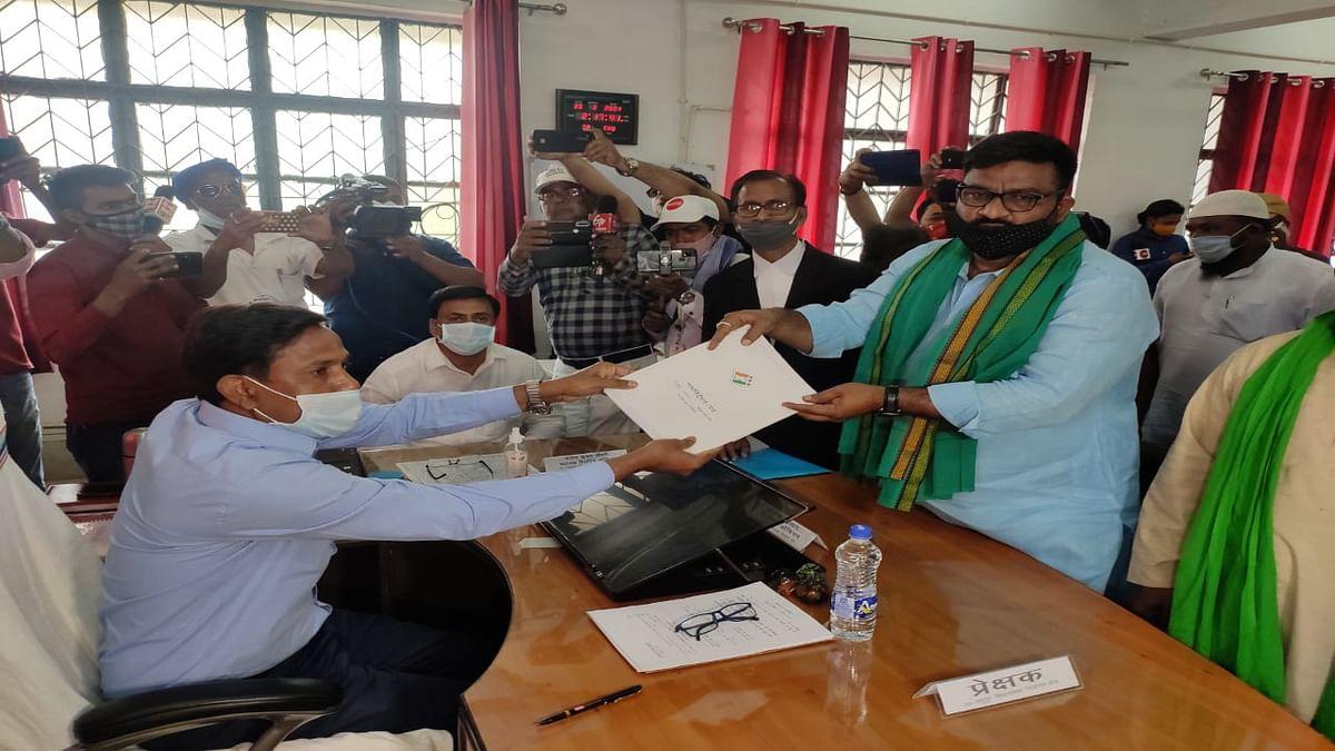 Madhupur Byelection 2021 : JMM गठबंधन प्रत्याशी हफीजुल हसन ने भरा नामांकन, CM हेमंत बोले- इनकी जीत से हाजी साहब को मिलेगी सच्ची श्रद्धांजलि