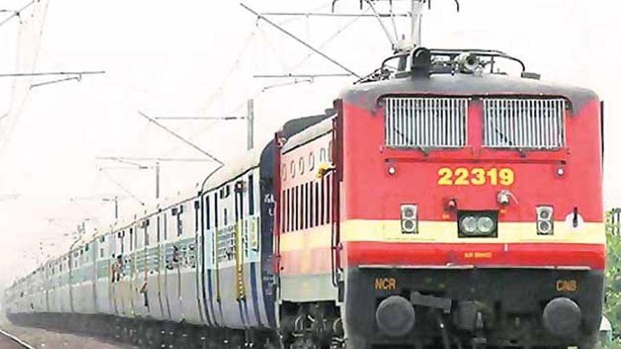 2 मिनट में 2400 टिकटें हुई बुक, लॉकडाउन खत्म होते ही बिहार से गुजरात जाने वाले यात्रियों की उमड़ी भीड़, चलेगी स्पेशल ट्रेन