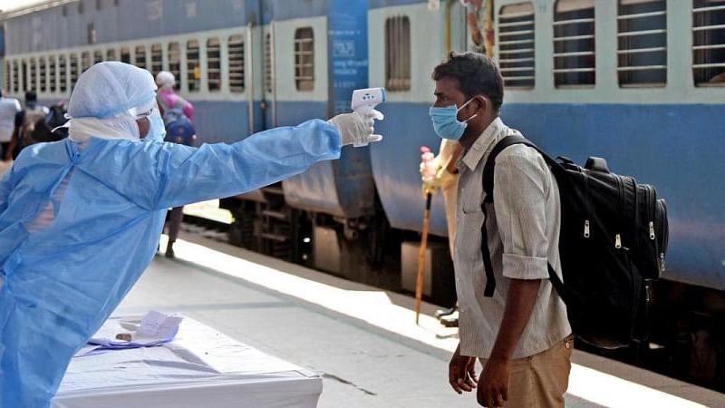 IRCTC/Indian Railways: कोरोना के बढ़ते मामले पर रेलवे भी सख्त, बिना मास्क घूमते यात्रियों को देना होगा भारी जुर्माना