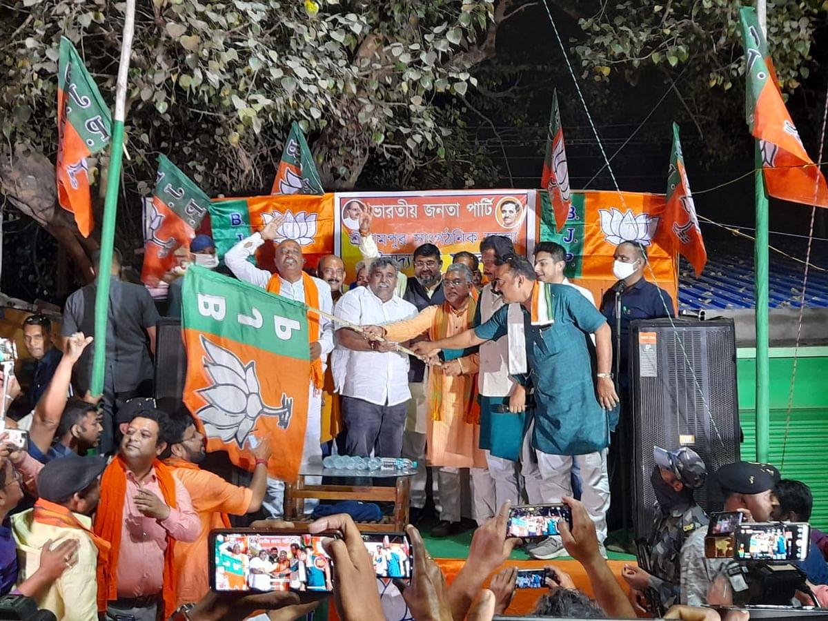 ममता बनर्जी को एक और झटका, पांडवेश्वर के विधायक और तृणमूल कांग्रेस के प्रवक्ता जितेंद्र तिवारी भाजपा में शामिल