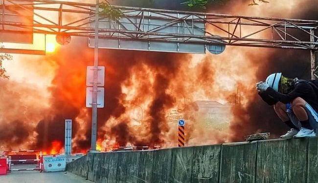 म्यांमार में प्रदर्शनकारियों ने चीनी फैक्टरी में लगायी आग, सेना ने की अंधाधूंध फायरिंग, 70 लोगों की गयी जानें