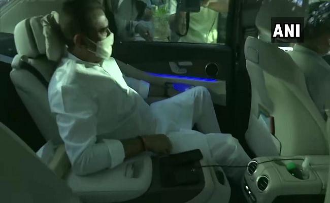 दिल्ली में शरद पवार के आवास एनसीपी नेताओं की बैठक, क्या गृहमंत्री अनिल देशमुख की जाएगी कुर्सी!