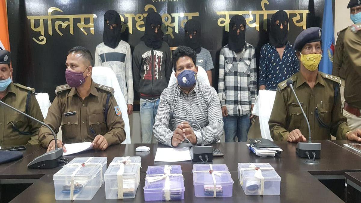 Jharkhand Cyber Crime News : दुमका में 5 साइबर क्रिमिनल गिरफ्तार, अंतरराज्यीय गिरोह के 14 आरोपी हुआ फरार