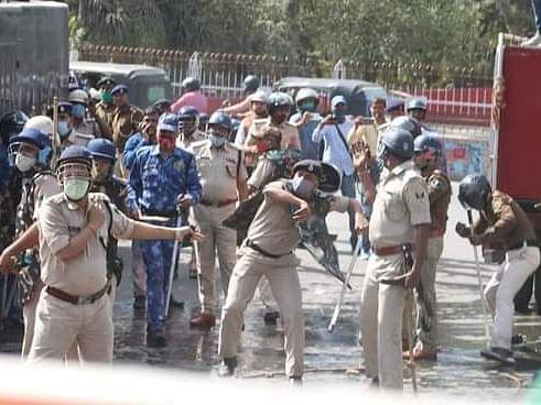 रोजगार की मांग को लेकर वाम कार्यकर्ताओं ने निकाला विधानसभा मार्च, भारी हंगामे के बाद लाठीचार्ज, कई घायल