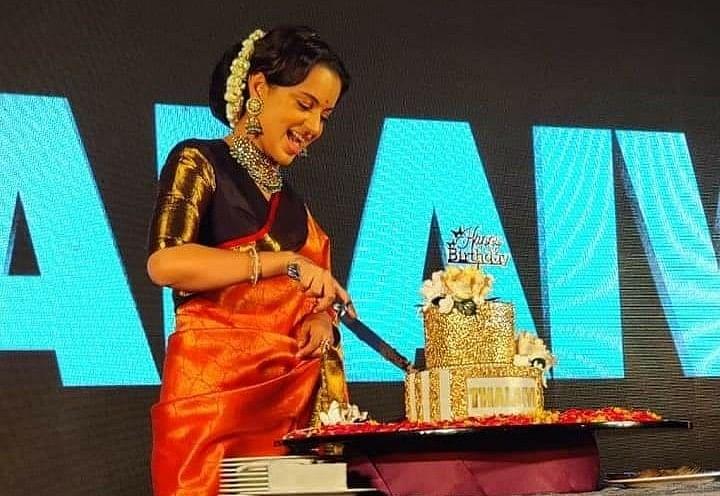 Kangana Ranaut ने कुछ इस तरह मनाया अपने जन्मदिन का जश्न, देसी लुक में ऐसी लगीं Thalaivi एक्ट्रेस