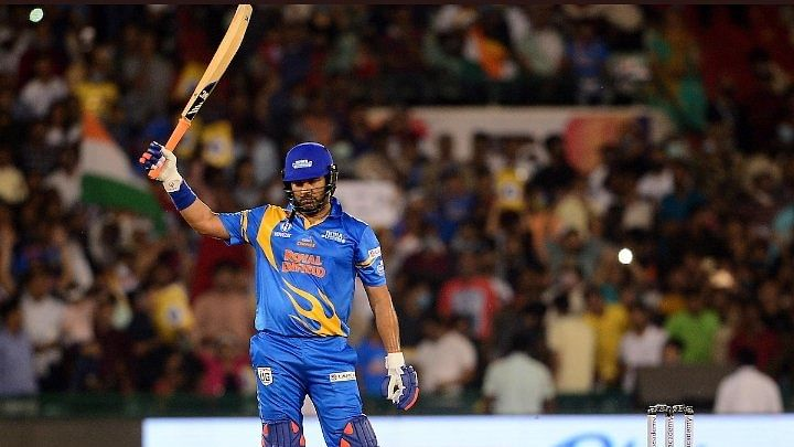 Road Sefety World Series 2021: Yuvraj Singh ने एक बार फिर से जड़े 6 छक्के तो फैंस ने रजनीकांत स्टाइल में कहा 'क्यों हिला डाला न'