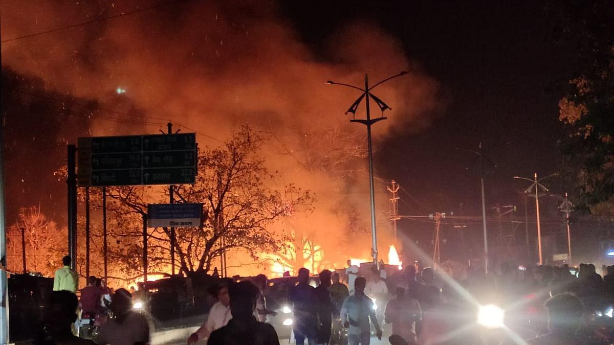 Jharkhand Breaking News : धनबाद के सरायढेला सब्जी मंडी में भीषण आग, गैस दुकान में कई बड़े धमाके, दो घायल