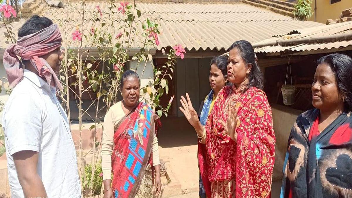 Women's Day 2021 : शराब बनाने- बेचने वालों को जागरूक करने में जुटी दुमका की सुष्मिता, इसके दुष्प्रभाव की हर दिन दे रही जानकारी
