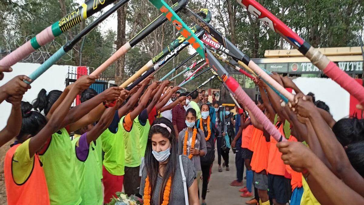 Jharkhand News : जम्मू-कश्मीर महिला हॉकी टीम पहुंची सिमडेगा, 10 मार्च से जूनियर महिला हॉकी चैंपियनशिप का होगा आगाज