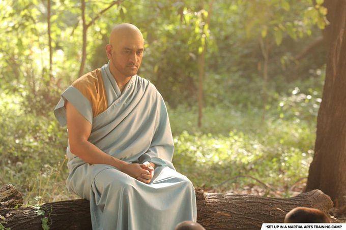 MS Dhoni : एमएस धौनी ने मुड़वाया सिर ! संन्यासी लुक वाली तस्वीर वायरल, आईपीएल के पहले...