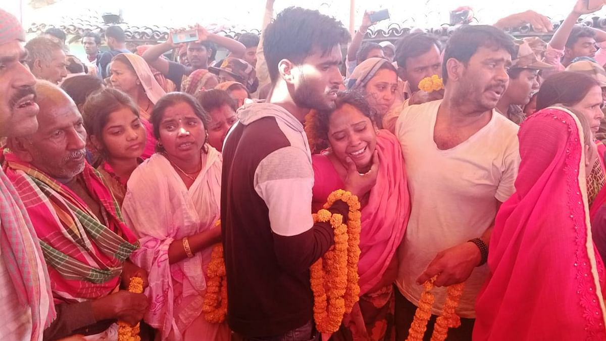 3 दिन पहले छुट्टी बिता कर ड्यूटी ज्वाइन किये थे देवेंद्र, शहीद होकर वापस लौटे अपने गांव, राजकीय सम्मान के साथ हुआ अंतिम संस्कार