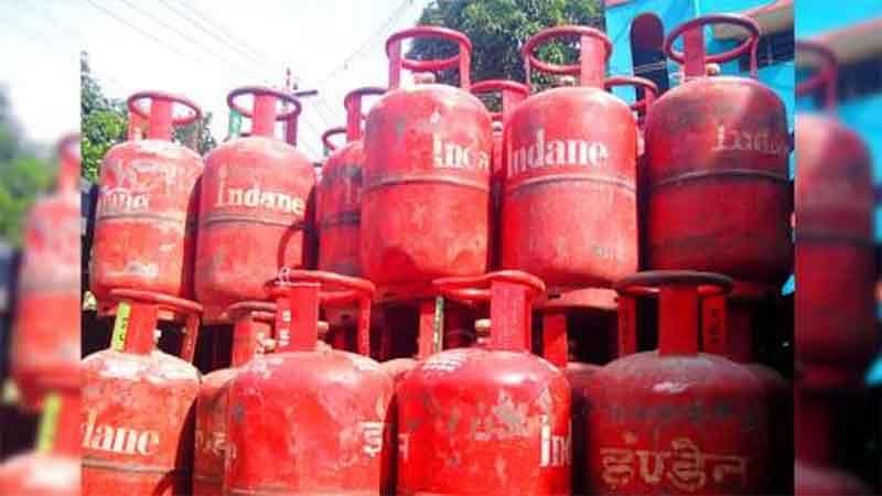 तीन महीने में 288 रुपये बढ़े घरेलू गैस सिलिंडर दाम, लेकिन सब्सिडी की रकम में कोई बदलाव नहीं