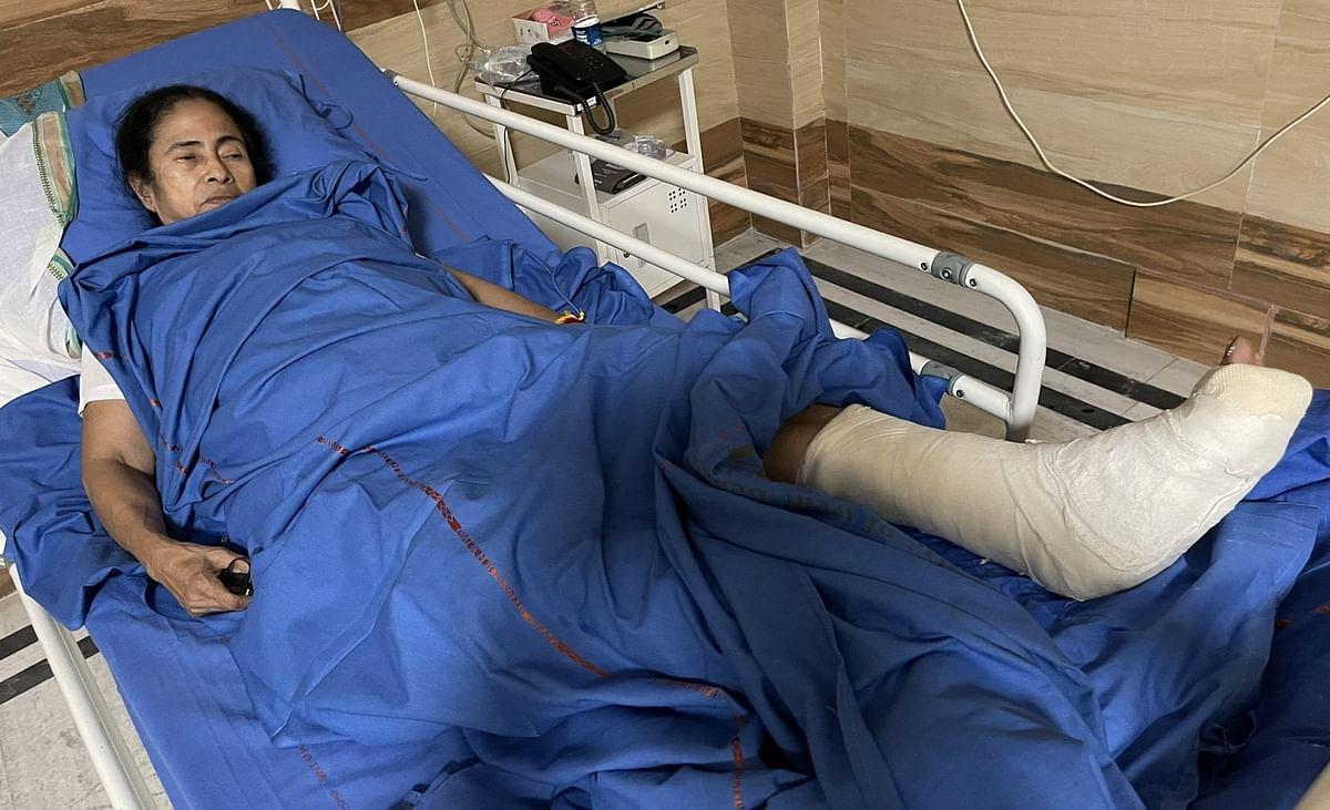 'मेरी एक टांग नकली है, मैं राजनीति की बड़ी खिलाड़ी...' अस्पताल में TMC सुप्रीमो ममता, सोशल मीडिया पर MEMES
