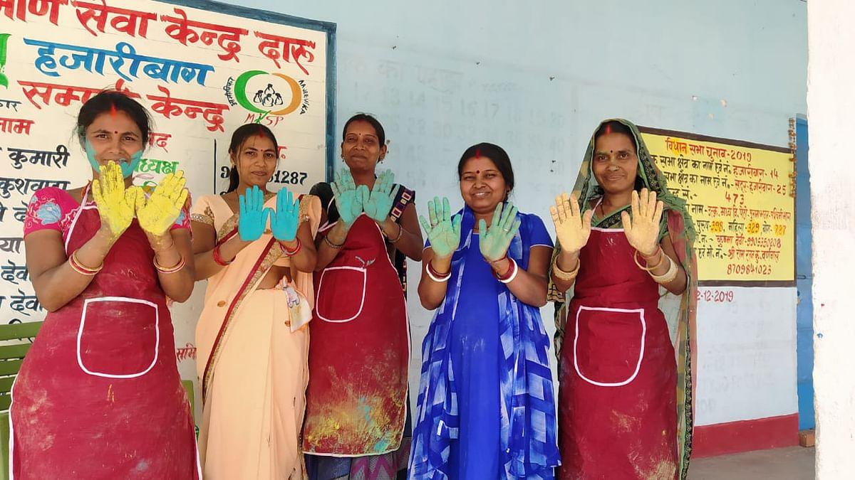 Happy Holi 2021 : हर्बल अबीर- गुलाल से सजा बाजार, ग्रामीण महिलाओं के हाथों का देखें कमाल
