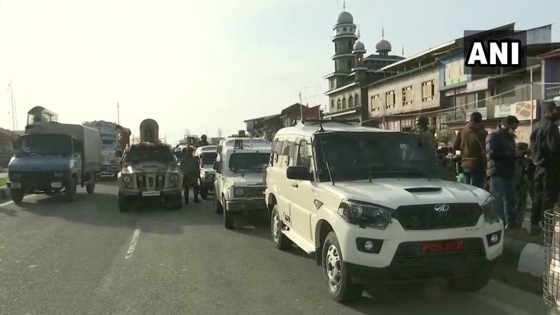 Jammu and Kashmir: सीआरपीएफ की पेट्रोलिंग पार्टी पर आतंकवादी हमला, एक जवान शहीद, 3 घायल