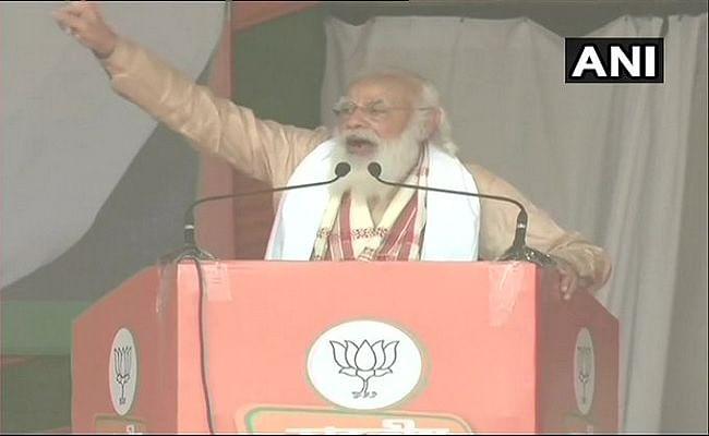 असम में कांग्रेस पर जमकर बरसे पीएम मोदी, बोले- पश्चिम बंगाल में जिन वामपंथियों के साथ वो लाल-सलाम कर रहे हैं, उन्हीं के साथ केरल में चल रही नूरा-कुश्ती