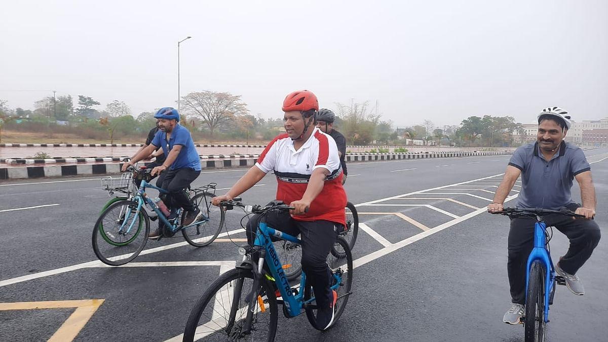 Jharkhand News : रांची में क्यों शुरू हुआ शनिवार नो कार, क्या है इसका उद्देश्य, कृषि मंत्री बादल पत्रलेख बजट सत्र में भाग लेने साइकिल से पहुंचे झारखंड विधानसभा