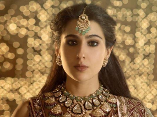 दुल्हन के जोड़े में बला की खूबसूरत दिखीं सारा अली खान, शादी के प्रपोजल का कर रही इंतजार, PHOTOS